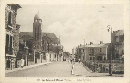 """CPA FRANCE 85 """" Les Sables d'Olonne, Eglise St Pierre""""."""