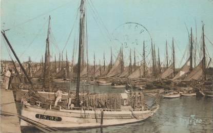 """CPA FRANCE 85 """" Les Sables d'Olonne, Etude sur le port""""."""