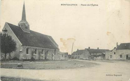 """CPA FRANCE 05 """" Montdauphin, Place de l'église""""."""