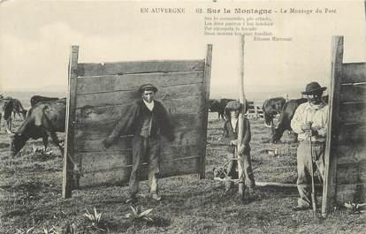 """CPA FRANCE 15 """" En Auvergne, Le montage du parc"""". / FOLKLORE"""
