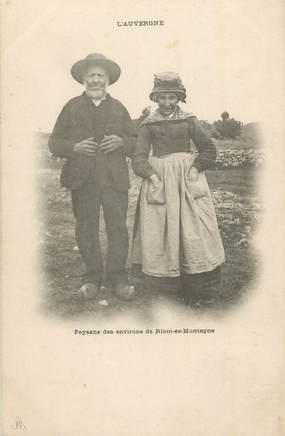 """CPA FRANCE 15 """" En Auvergne, Paysans des environs de Riom Es Montagne"""". / FOLKLORE"""