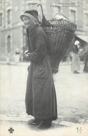 """CPA FRANCE 19 """" Type du centre, Une vieille dame venue pour la foire"""". / FOLKLORE / TYPE DU CENTRE"""