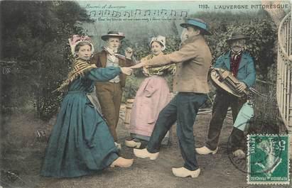 """CPA FRANCE 63 """"En Auvergne, Des danseurs"""". / FOLKLORE"""
