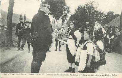 """CPA FRANCE 68 """"Bitschwiller, Enfants des écoles offrant des fleurs au Général Joffre""""."""