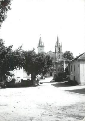 """CPSM FRANCE 30 """" Goudargues, Place et église""""."""