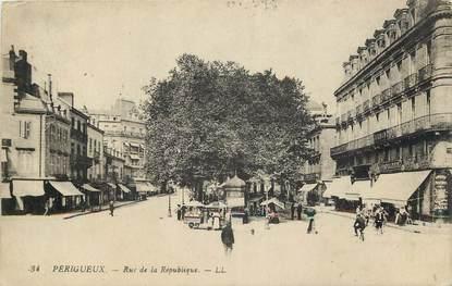 """CPA FRANCE 24 """"Périgueux, rue de la République"""""""