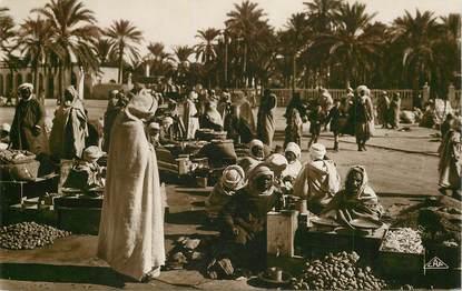 """CPA ALGERIE """"un marché arabe"""" / ORIENTALISME / SCÈNES ET TYPES"""