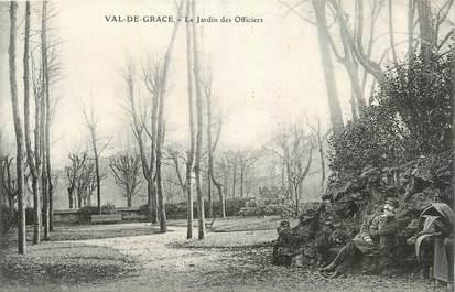 """CPA FRANCE 75 """" Paris 5ème, Val de Grace, Le jardin des officiers""""."""