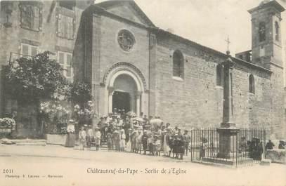 """CPA FRANCE 84 """"Chateauneuf du Pape, Sortie de l'église""""."""