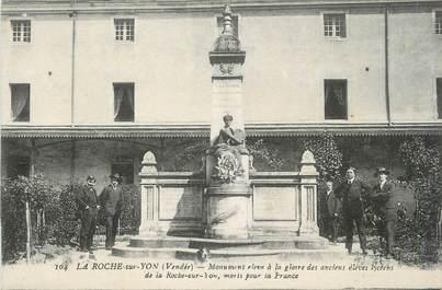"""CPA FRANCE 85 """"La Roche sur Yon, Monument aux morts""""."""