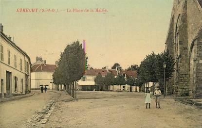 """CPA FRANCE 91 """"Etrechy, La place de la Mairie""""."""