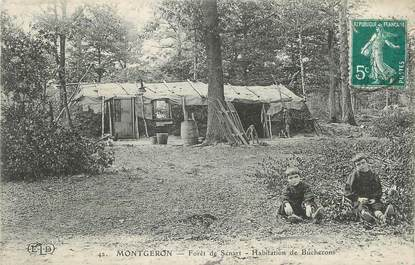 """CPA FRANCE 91 """"Montgeron, Forêt de Sénart, Habitation de Bûcherons""""."""