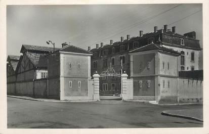 """CPSM FRANCE 69 """" Lyon Gerland, La caserne de la Mouche rue Croix Barret""""."""