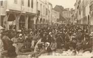 """71 SaÔne Et Loire CPA FRANCE 71 """" Louhans, Rue des Arcades un jour de marché""""."""