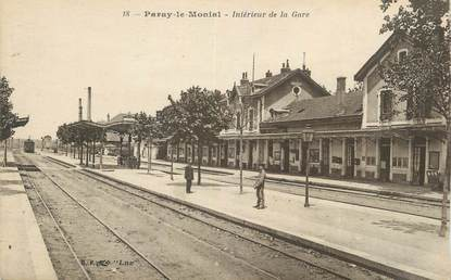 """CPA FRANCE 71 """"Paray le Monial, Intérieur de la gare""""."""