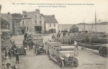 """CPA FRANCE 29 """" Le Fret, Voitures de Morgat et de Camaret attendant les touristes""""."""