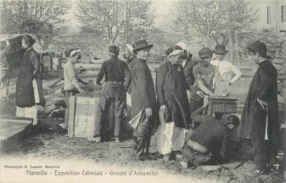 """CPA FRANCE 13 """" Marseille, Exposition coloniale, groupe d'Annamites""""."""