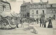 """61 Orne CPA FRANCE 61 """"Flers, Un coin du marché aux petits cochons""""."""