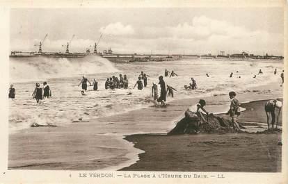 """CPA FRANCE 33 """" Le Verdon, La plage à l'heure du bain'."""
