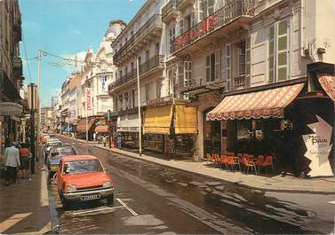 """CPSM FRANCE 03 """" Vichy, Rue Georges Clémenceau""""."""