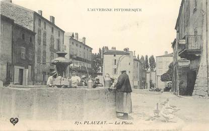 """CPA FRANCE 63 """"Plauzat, La place""""."""