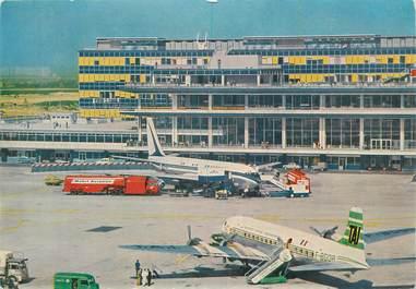"""CPSM FRANCE 94 """" Orly, Aéroport de Paris-Orly, l'aire de stationnement, parking Aréa""""."""