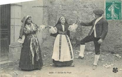 """CPA FRANCE 65 """" Les Pyrénées, Danse du pays"""". / FOLKLORE"""