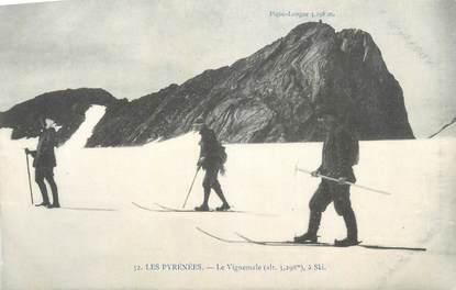 """CPA FRANCE 65 """" Les Pyrénées, Le Vignemale à ski""""."""