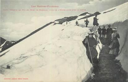 """CPA FRANCE 65 """"Chemin du Pic du Midi de Bigorre près de l'Hôtellerie avec la neige""""."""