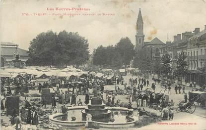 """CPA FRANCE 65 """" Tarbes, Place Marcadieu pendant le marché""""."""