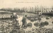 """33 Gironde CPA FRANCE 33 """"Arcachon, la récolte des huitres"""""""