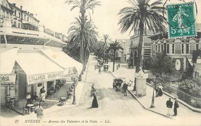 """CPA FRANCE 83 """" Hyères, Avenue des Palmiers et la Poste""""."""