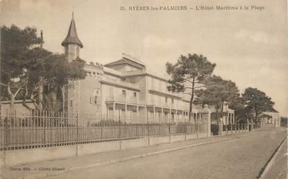 """CPA FRANCE 83 """" Hyères Les Palmiers, Hôtel Maritima à la plage""""."""