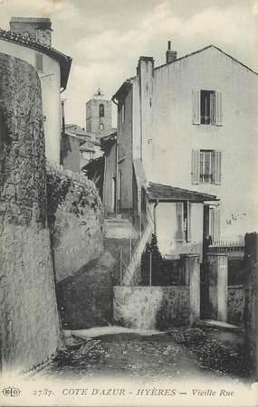 """CPA FRANCE 83 """" Hyères, Vieille rue""""."""