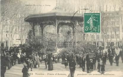 """CPA FRANCE 83 """"Toulon, Place d'Armes pendant un concert militaire""""."""