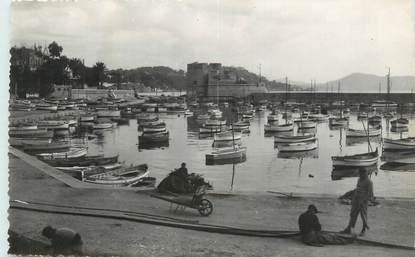 """CPSM FRANCE 83 """"Toulon, Le Mourillon, le port""""."""