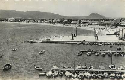 """CPSM FRANCE 83 """"Fréjus, Vue générale de la plage et le port""""."""