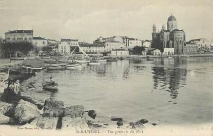 """CPA FRANCE 83 """" St Raphaël, Vue générale du port""""."""