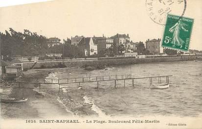 """CPA FRANCE 83 """" St Raphaël, La plage, Boulevard Félix Martin""""."""