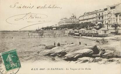 """CPA FRANCE 83 """" St Raphaël, La terrasses et les bains""""."""