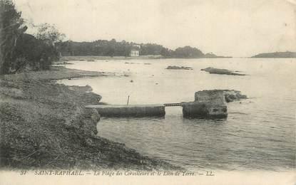 """CPA FRANCE 83 """" St Raphaël, La plage des Corailleurs et le lion de terre""""."""