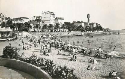 """CPSM FRANCE 83 """" St Raphaël, La plage fleurie""""."""