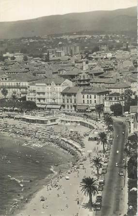 """CPSM FRANCE 83 """" St Raphaël, Le Boulevard Félix Martin et la plage""""."""