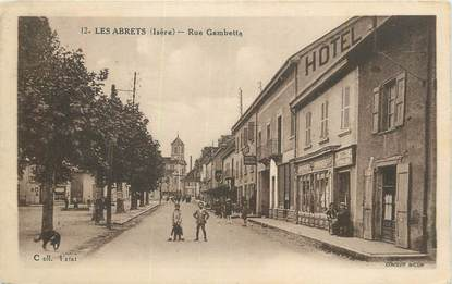 "CPA FRANCE 38 ""Les Abrets, Rue Gambetta""."