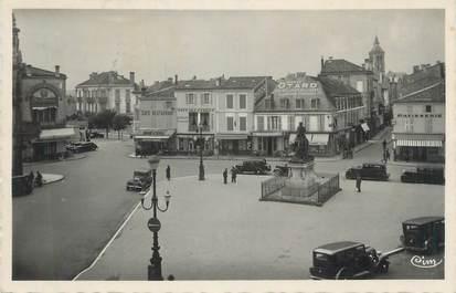 """CPSM FRANCE 16 """" Cognac, Place François 1er""""."""