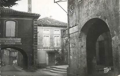 """CPSM FRANCE 32 """" Gondrin, Rue du château, les arcades""""."""
