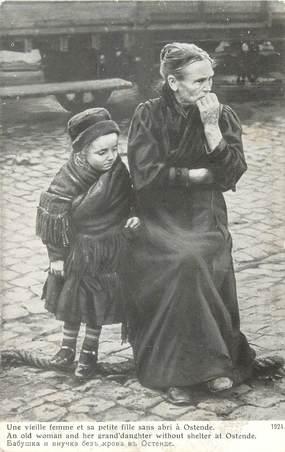 """CPA BELGIQUE """"Ostende, vieille femme et sa petite fille"""""""