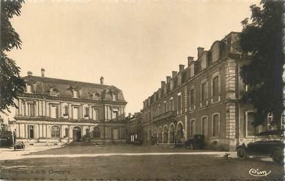 """CPA FRANCE 47 """" Villeneuve sur Lot, La Mairie et la Caisse d'Epargne""""."""