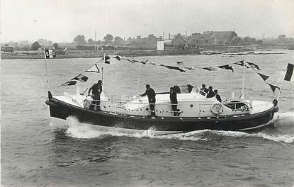 """CPSM FRANCE 50 """" Barfleur, Le canot de sauvetage Crestey et Sauvé""""."""