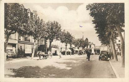 """CPA FRANCE 58 """" Cosne sur Loire, Place de la République""""."""